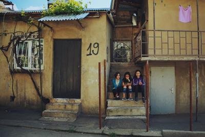 Девчушки в Тбилиси Тбилиси Грузия Девочки девочка улыбка счастье путешествие