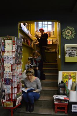 Лестница Лестница книги люди чтение