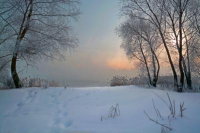 Продолжение. река зима туман солнце
