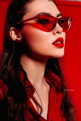девушка в красных очках гламур фото фотограф питер фотографспб фэшн красный red beauty стильная