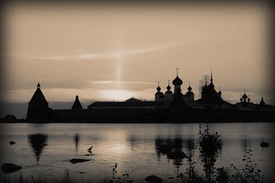Соловецкий монастырь. Вид со Святого озера. монастырь закат Соловки