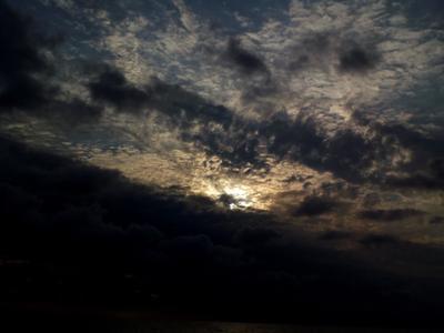 Спрятанное солнце солнце облака небо