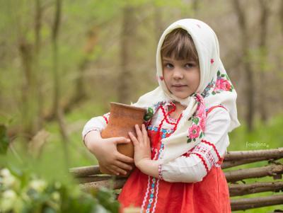Девочка с кувшином