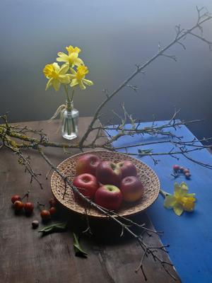 Последние яблоки, или весна на пороге...