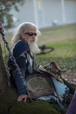 Старик-хипповик Хиппи old man