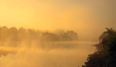 Утро на канале рыбалка туман корабль