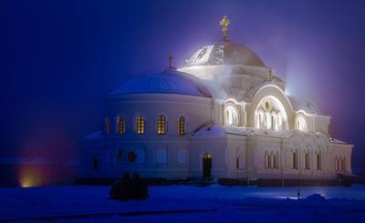 Гарнизонный храм Брестской крепости в туманное морозное утро Брест крепость церковь храм туман утро