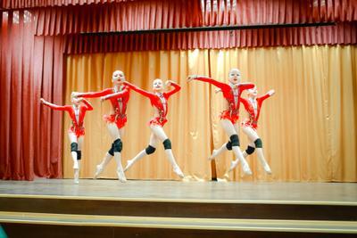 В танце* Легкость танец дети
