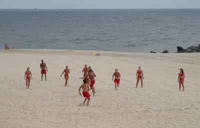 найти тарелку lifeguards