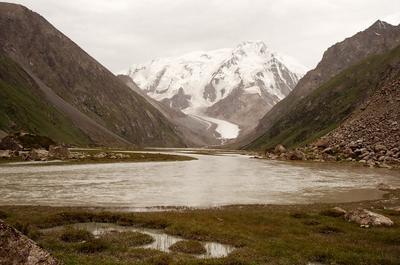 В горах Тянь-Шаня горы Тянь-Шань Киргызстан
