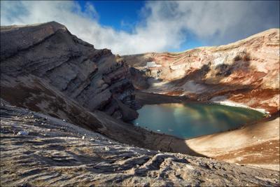 Кратер Горелого. Вулкан Кратер Горелый озеро