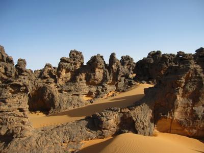 Каменный лес, Нагорье Меггедет, Сахара. Ливия вулкан кратер горы скалы пустыня