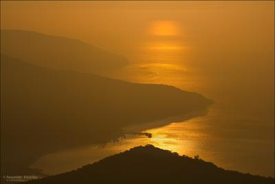 ЗОЛОТО КРЫМА... утро, дымка, рассвет, море, золото, волны, горы