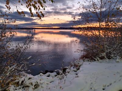 Осенний закат и первый снег