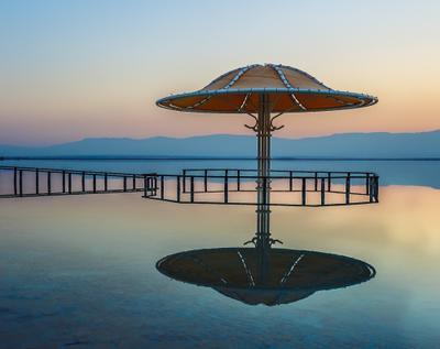 На Мертвом море.