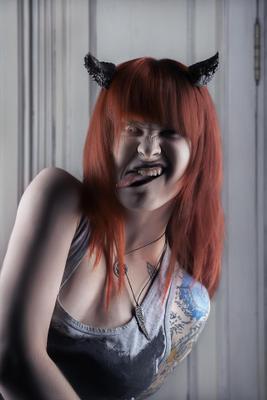 Демон близко... демон демонша чертовщина рога язык