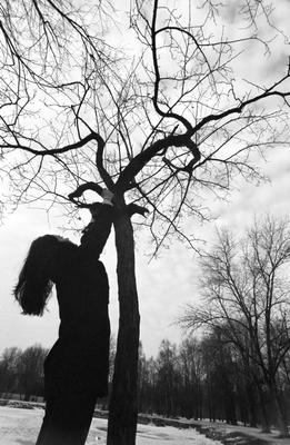 *** bw девушка чёрная весна