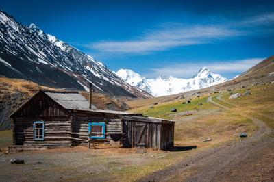В гармонии с природой пейзаж алтай горы дом алтайцы талдура джело