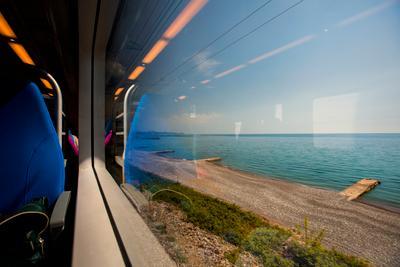 Поезд вдоль моря Чёрное море Ласточка поезд электричка дорога вид из окна побережье путешествие travel sea train