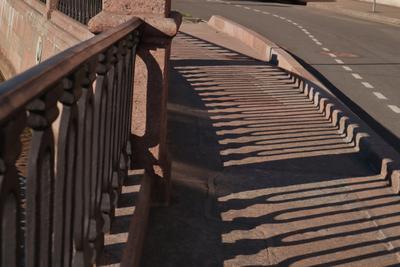 тени тень набережная ограда решетка