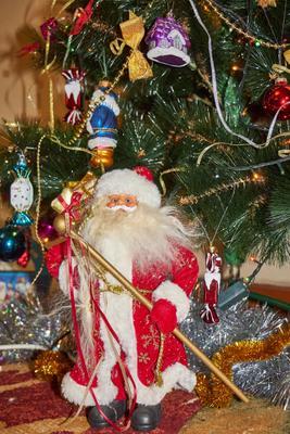 Дед Мороз под ёлкой дед мороз ёлка украшение праздник новый год