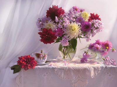 ...душа в прозрачности осенней... still life натюрморт цветы георгины фото стихи сентябрь осень космея флоксы