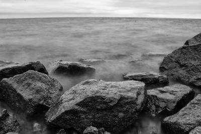 3 Выдержка камни море черно-белое