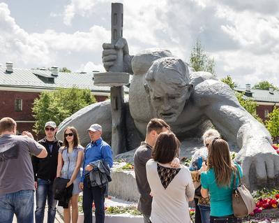 Брестская крепость, монументы и люди - 2 Брестская крепость жажда монумент памятник день победы взгляд