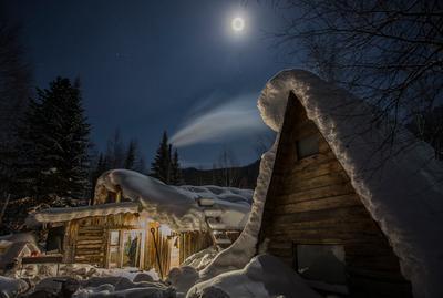 И когда этот дед... снег Новы год горы заимка