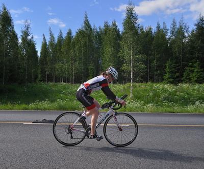 Триатлон - велогонка 40 км (8) триатлон типичная_участница группа_до_40_лет велосипедная гонка 40 км шоссе Вантаа Большой_Хельсинки Kuusijärvi Vantaa Finland