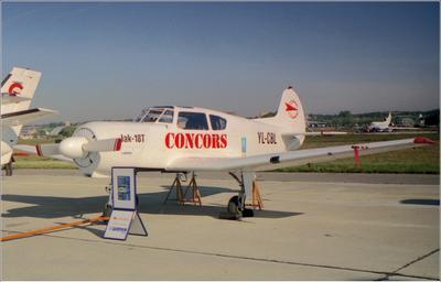 Як-18Т Як-18Т авиация самолет стоянка Жуковский 1998