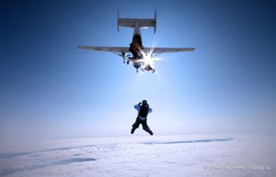 4000м. прыжок парашют люди небо облака высота групповая rw  спорт canon skydive