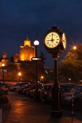 Вечерний Тифлис Грузия, Тбилиси, Тифлис, Метехи, Успенская церковь, Вахтанг Горгасала, часы