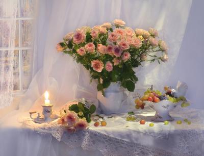 ...осенние розы романсом звучали... still life натюрморт цветы фото фарфор стихи свеча розы праздник подсвечник виноград