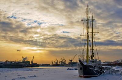 Холодный январь зима парусник корабль нева петербург порт