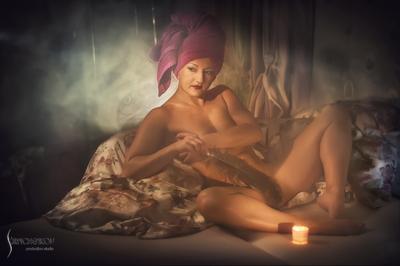 *** женщина эротика кровать дым постель перо