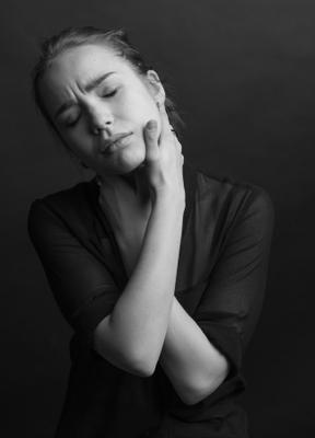 *** девушка черно-белая фотография портрет