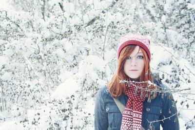 Милая девушка и снег девушка, снег, зима, холод, лес, парк, астрал, магия, сказка
