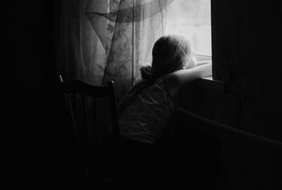 Грусть девочка окно