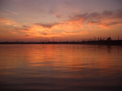 Техногенный закат закат река гэс электростанция вода