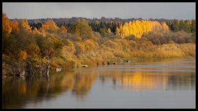 *** осень река лодки