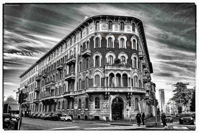 Здание в Милане здание милан окна чб италия