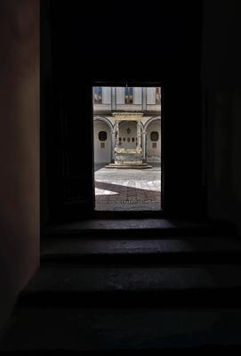 Выход во двор. efim58 в Неаполе Италия Чертоза Сан Мартино