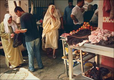 (11) Тунис Бизерта рынок голова агнец мясо покупки