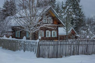 Домик в лесной деревне деревня зима снег дом