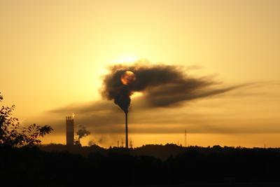 Прогресс-это счастье? экология завод небо дым труба