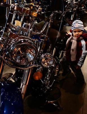Выбираем транспортное средство мотоцикл ребенок Harley-Davidson фара сияние металл байк байкер техно