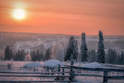Дело к закату деревня вечер закат мороз зима долина чусовая лес поле пейзаж пермь
