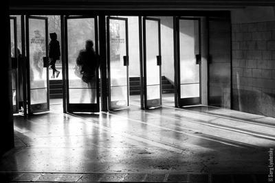 Enter вход люди двери метро