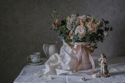 Для милых женщин натюрморт фарфор цветы статуэтка